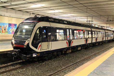 treni porta garibaldi napoli uomo si lancia sotto il treno a garibaldi