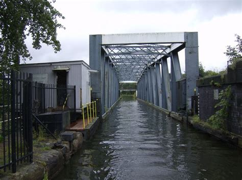 barton swing aqueduct barton swing aqueduct 169 graham horn cc by sa 2 0