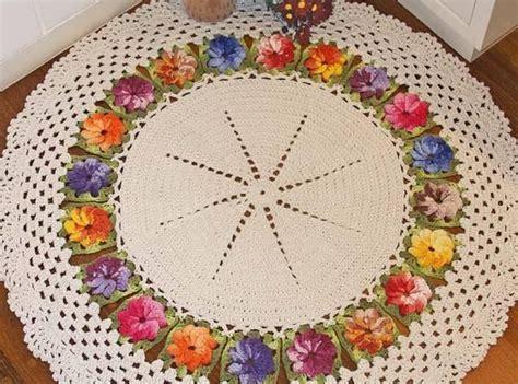 tapetes coloridos de croche jogos e amostra decoracao 20 modelos de tapetes de barbante para sala