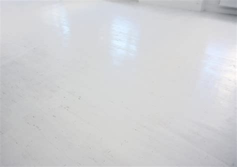 White Floor L by Smoothie Rink Floor L O L I T A