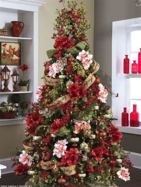 composizioni natalizie regalare fiori composizioni