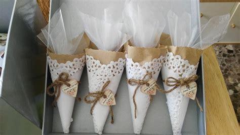 11 usos de las blondas en tu boda conos de arroz r 250 sticos con un toque elegante bodas