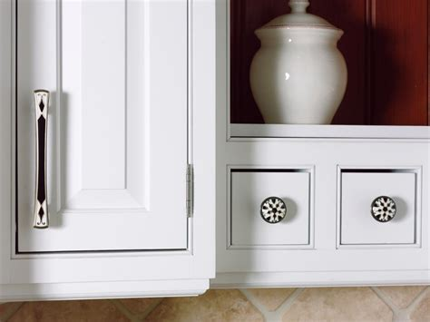 Kitchen cabinet pulls pictures options tips amp ideas hgtv