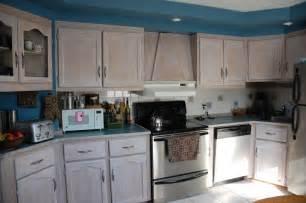 whitewashing oak kitchen cabinets oak cabinets whitewashed inspiration cuisine