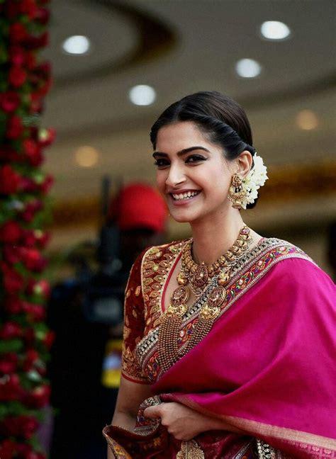 sonam kapoor hairstyles in saree best 25 sonam kapoor hairstyles ideas on pinterest