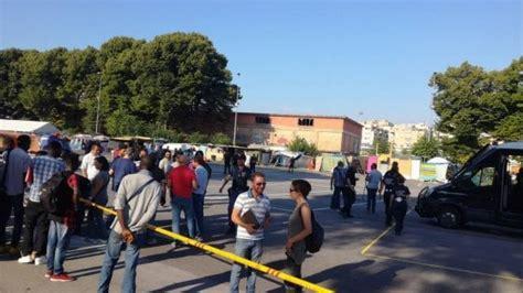 ufficio immigrazione presso ufficio stranieri polizia bologna migranti controlli e sgomberi alla tendopoli dietro la