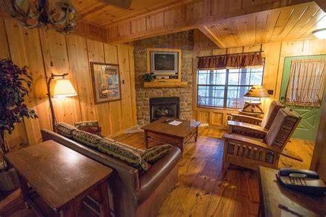 3 bedroom cabins in branson mo the cabins at green mountain 2017 room prices deals