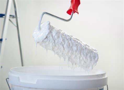 uses for plastic wrap paint rollers 11 clever other uses for plastic wrap