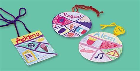 family crafts family badges craft crayola