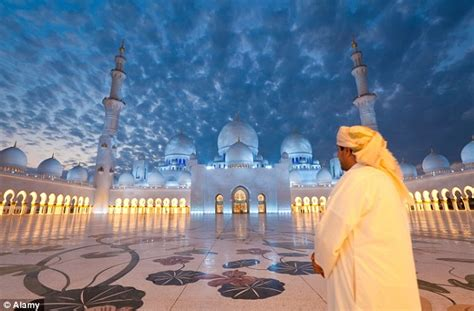 Kaos Abu Abu Do More Of What Makes You Happy Tismy Store rihanna asked to leave abu dhabi mosque daily mail