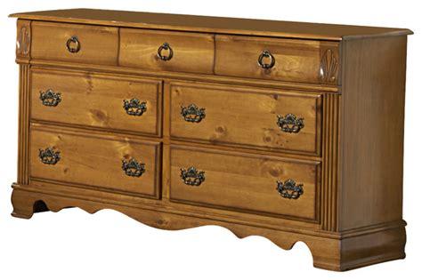 Honey Pine Dresser by Homelegance Archdale 7 Drawer Dresser In Warm Honey Pine