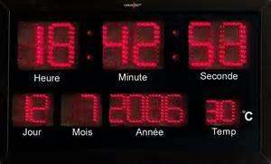 horloge digitale murale a pile horloge digitale murale radio pilot 233 e 224 led rouges avec thermom 232 tre pearl fr