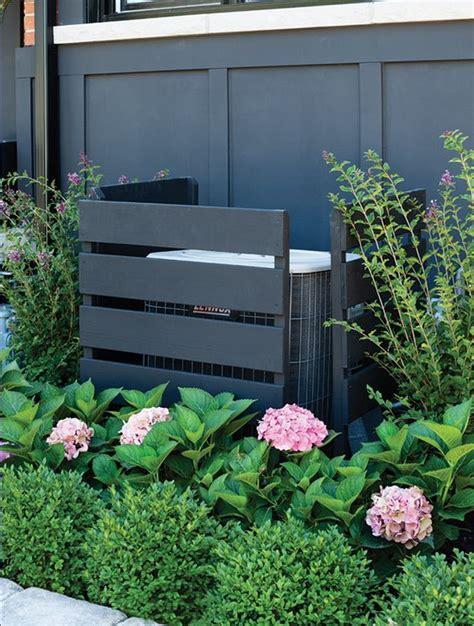 sistemare il giardino sistemare i bidoni della spazzatura in giardino 20 idee