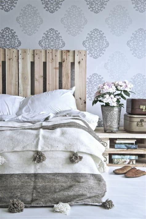 europalette kopfteil schlafzimmergestaltung europalette kopfteil bett silberne