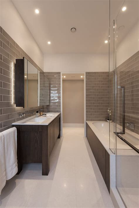 masculine bathroom designs pi 249 di 25 fantastiche idee su masculine bathroom su