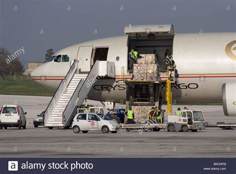 commercial air freight transport logistics loading an etihad stock photo 17490696 alamy