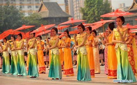 Payung Tari Brukat Hias Tradisional foto tari payung terbesar di dunia foto 7 dari 15