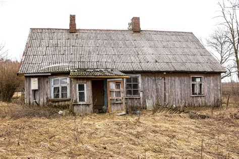 buying a fixer upper what you need to know when buying a fixer upper in college