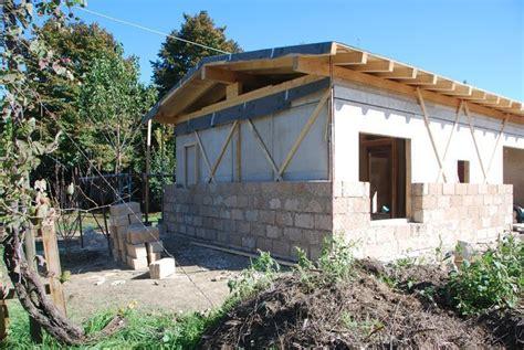 una casa in canapa quot dono quot per una famiglia di terremotati