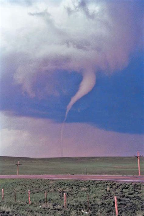 tornadoes storm cloud questions answers   farmers almanac