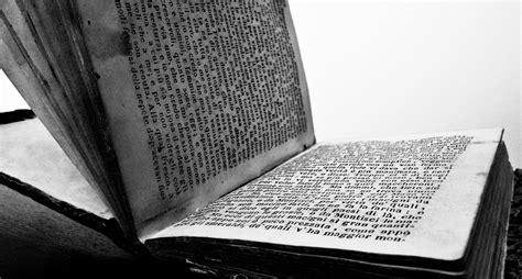 libri appena usciti in libreria libri in bianco e nero giuseppe immersi photography