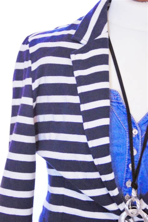 kleiderschrank sortieren kleiderschrank sortieren wie sitzt kleidung richtig gut