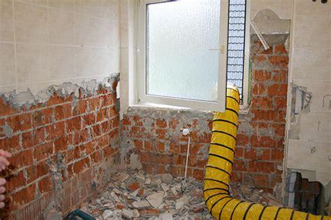 badezimmer eitelkeit helle befestigungen ideen badezimmer entkernen edgetags info