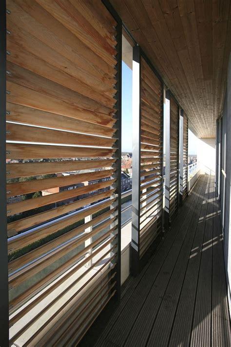 persiane in legno scorrevoli oltre 25 fantastiche idee su finestre in legno su