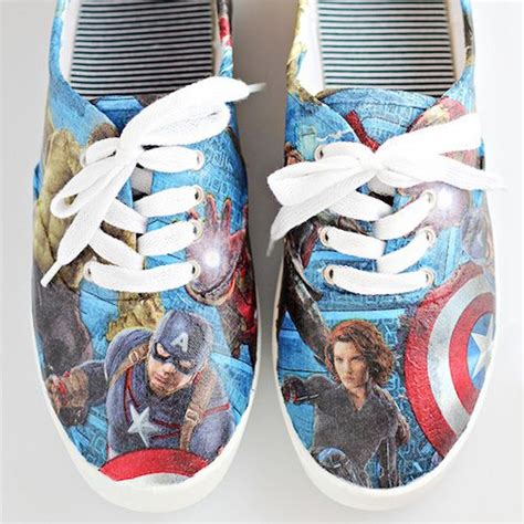 Decoupage Canvas Shoes - 10 decoupage ideas with napkins popular decoupage and