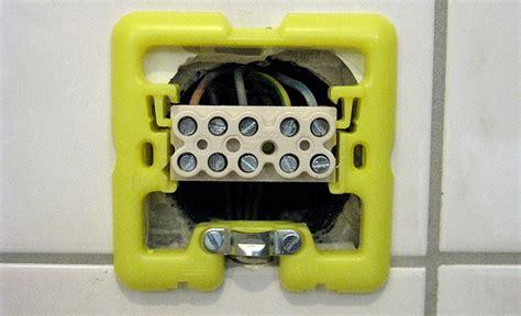 come portare corrente da una presa ad un interruttore creare un punto luce da una presa amazing creare un punto