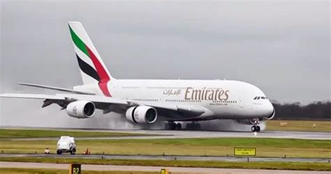 Pesawat Garuda Indonesia A380 Jumbo Baterai Limited news rina pesawat a380 800 superjumbo milik maskapai emirates