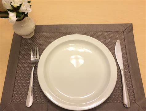 basic table setting what are restaurant table settings telling you