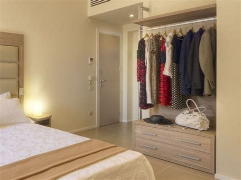 armadio con cassettiera armadio in nobilitato con cassettiera per hotel zeus