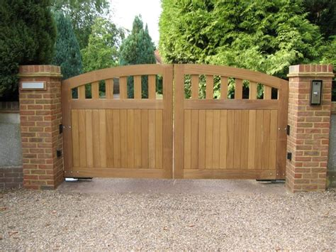 Driveway Gate Designs Wood 25 Best Ideas About Wooden Gates On Wooden