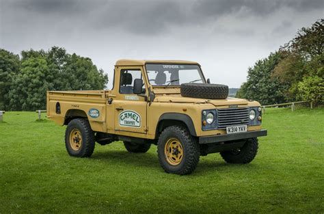 land rover camel land rover 110 defender camel trophy land rovers camels