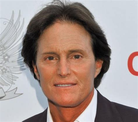 has bruce jenner come out of the closet kim o caitlyn 200 guerra a colpi di outfit in casa