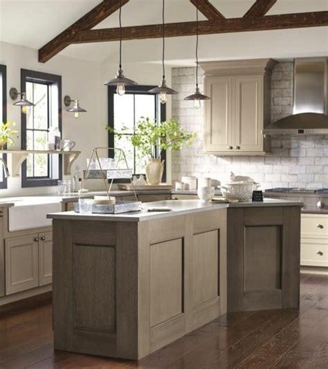 Merveilleux Meuble Taupe Et Blanc #1: modele-cuisine-blanche-et-grise-exemple-de-cuisine-taupe-très-esthétique-meuble-et-îlot-de-cuisine-taupe-e1476861623802.jpg