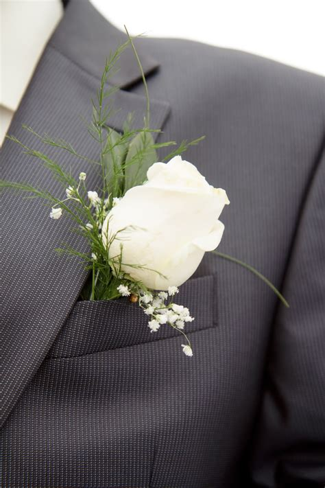 Are Corsages In Style   find your corsage and boutonniere style