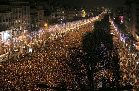 bateaux mouche paris new year s eve paris new year s eve 2019 celebrations dinner cruises