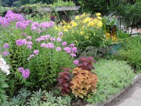 Small Garden Plant Ideas Small Flower Garden Smalltowndjs
