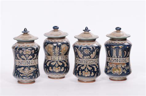 vasi ceramica deruta quattro vasi da farmacia deruta xx secolo arredi e
