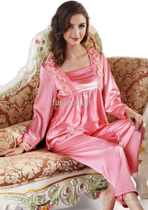 Ladi Set sleeved silk satin pajama set robe