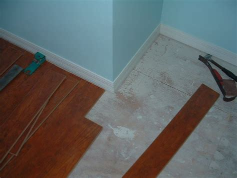 Cutting Laminate Flooring by Cutting Laminate Around Corners Diy Tips