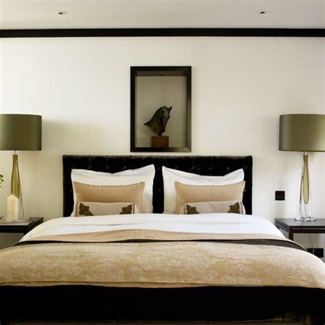 Master Bedroom Design Ideas Uk Classic Master Bedroom With Bedside Ls And Tables