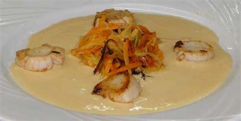 cuisiner des coquilles jacques surgel馥s st jacques sauce corail et julienne de legumes aur 233 lie
