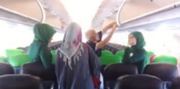 citilink qg 900 pramugari citilink tujuan aceh kenakan hijab aviatren
