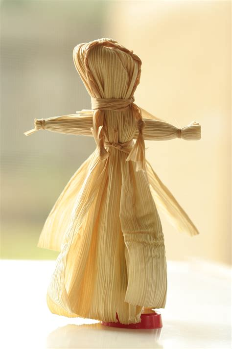 history corn husk doll file corn husk doll jpg wikimedia commons