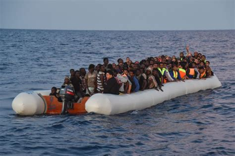 types of rubber boats deadliest year for refugees crossing mediterranean