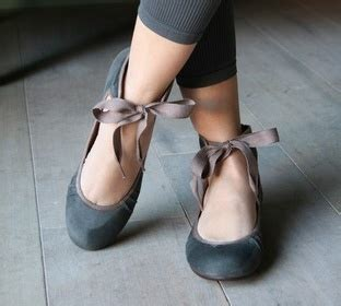 pointe shoe inspired flats 25 best ideas about pretty ballerinas on