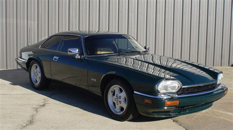 online auto repair manual 1994 jaguar xj series transmission control service manual 1994 jaguar xj series door handle repairs maintenance schedule for 1994
